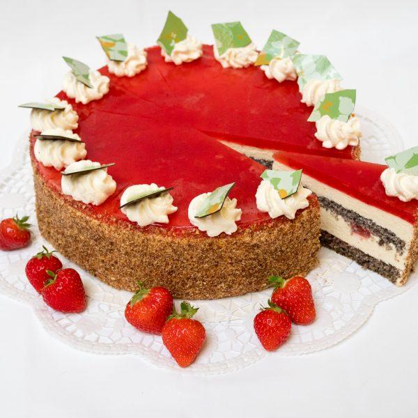 augeschnittene Erdbeer-Mohn Torte