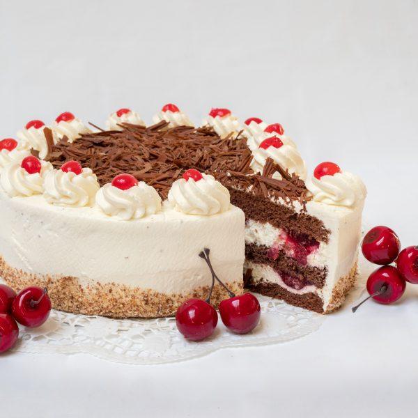 aufgeschnittene Schwarzwälder-Kirsch Torte