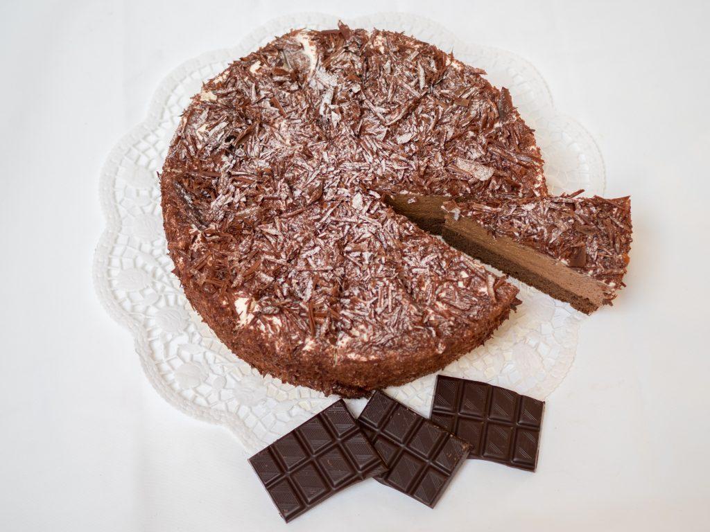 aufgeschnittene Schoko-Mousse Torte