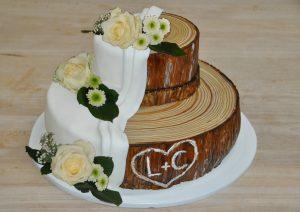 Baumstamm als Hochzeitstorte