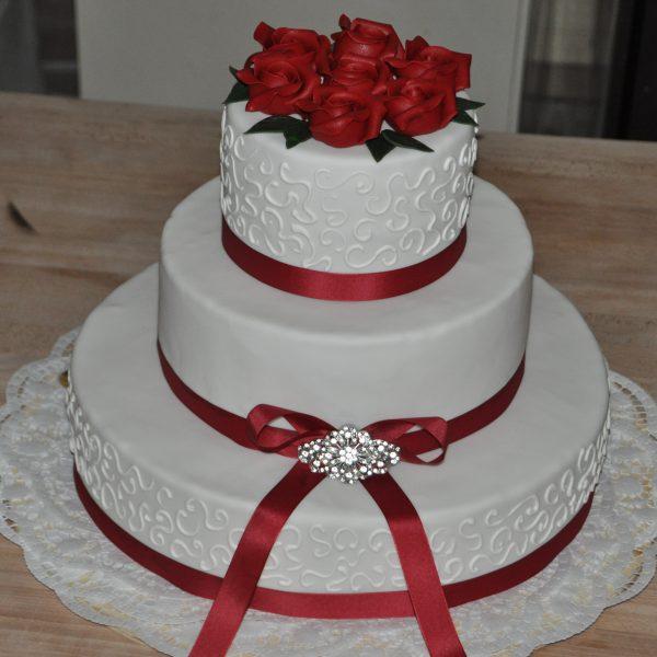 Hochzeitstorte mit Schleife
