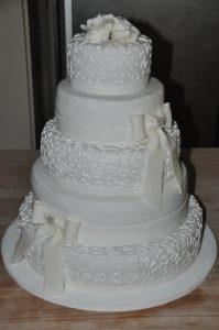 fünfstockige Torte zur Hochzeit