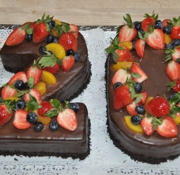 Geburtstagstorte mit Früchten