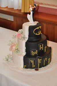 Hochzeitstorte in schwarz und weiß