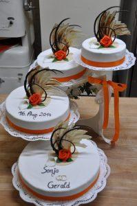 mehrstöckige Hochzeitstorten mit Schokoladenverzierung